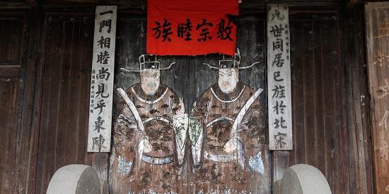 与江州义门陈氏同出一脉,古戏台木雕牛腿实乃一绝