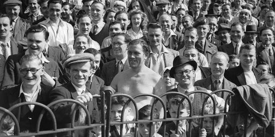 二战时欧洲的人们在闲暇之余休闲度假的珍稀相片