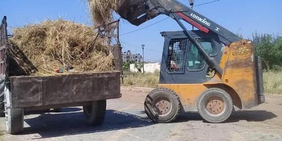 叙利亚最大城市阿勒颇继续重建,中国龙工叉车不但铲草,还铺沥青