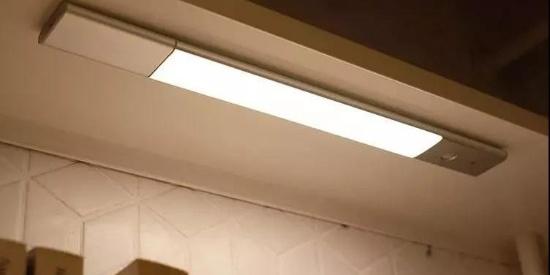 贴这块小板在衣柜里,一打开就会亮灯?!秒变高级衣帽间