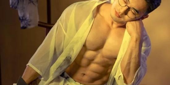 当肌肉男披上古装,古风韵味十足,画风突变好唯美