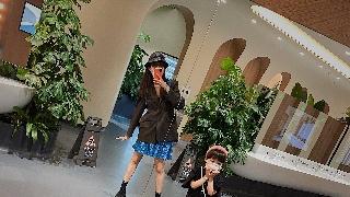 深圳佳兆业俱乐部球员郜林的妻子带着女儿外
