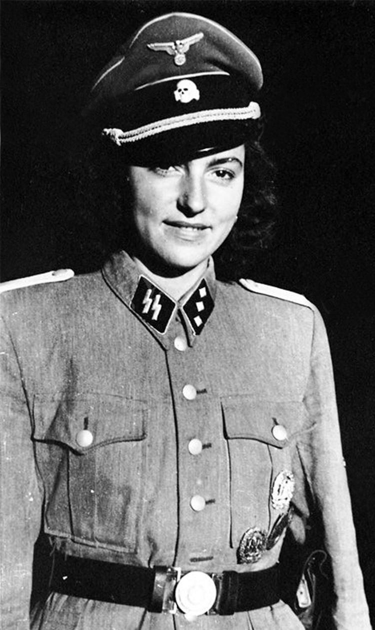 """二战德国老照片:被称为""""军官床垫""""的纳粹女兵们的真实"""