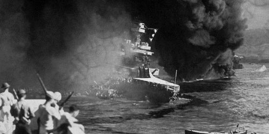 二战组图:日本偷袭美军珍珠港,在美国国内掀起一股爱国热潮