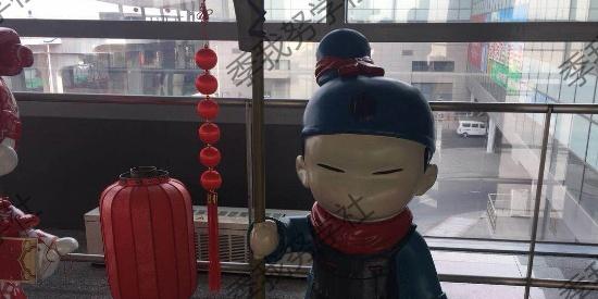 西安咸阳机场可爱秦俑玩偶喜迎游子游客