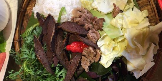 """欢度春节:傣族亲友聚会的丰盛大餐 芒市有个""""傣王宫"""""""