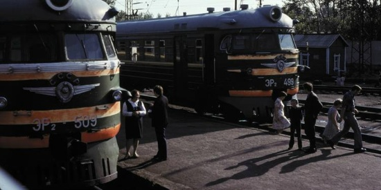 实拍1979年苏联西伯利亚铁路,一条输血大动脉!