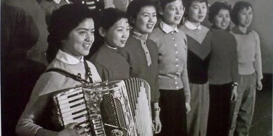 罕见老照片引发回忆杀,50年代至今的上海,感受时代巨变