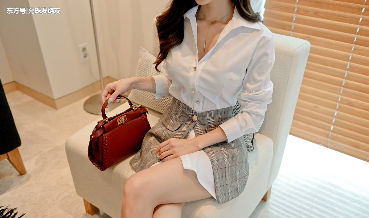 美女时尚:孙允珠素雅拼接唯美长款白衬衫_图片新闻
